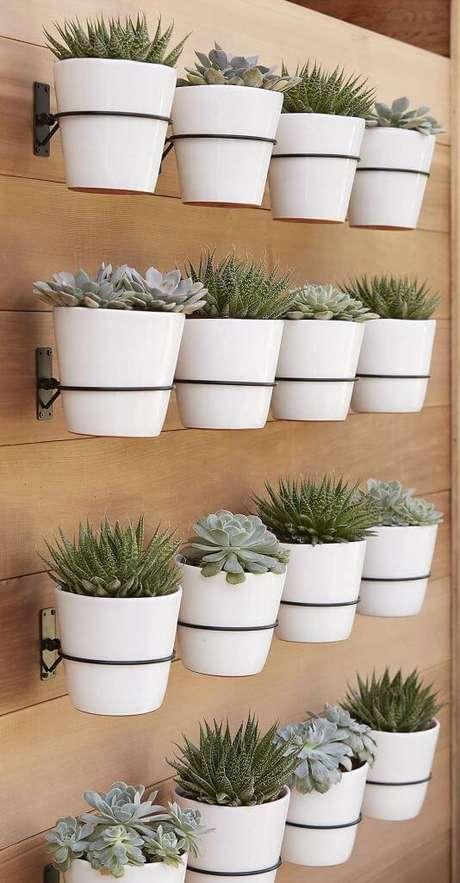 26. Suporte para plantas em jardim vertical – Por: Casa Claudia
