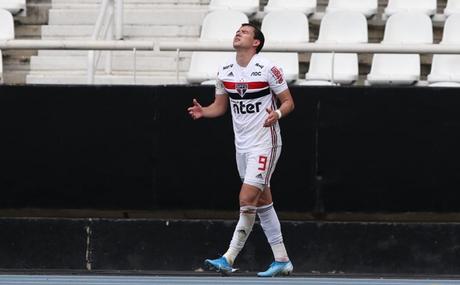 Pablo tem sofrido com lesões no ano (Foto: Rubens Chiri/SPFC)
