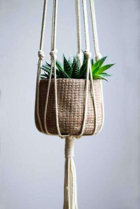 28. Suculentas no suporte para plantas em macramê – Por: Pinterest