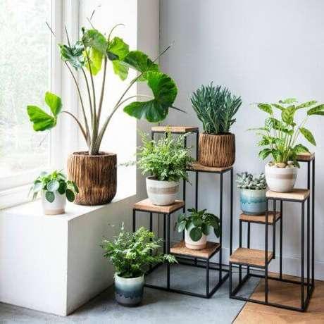 29. Suporte para plantas de madeira na decoração – Por: Pinterest