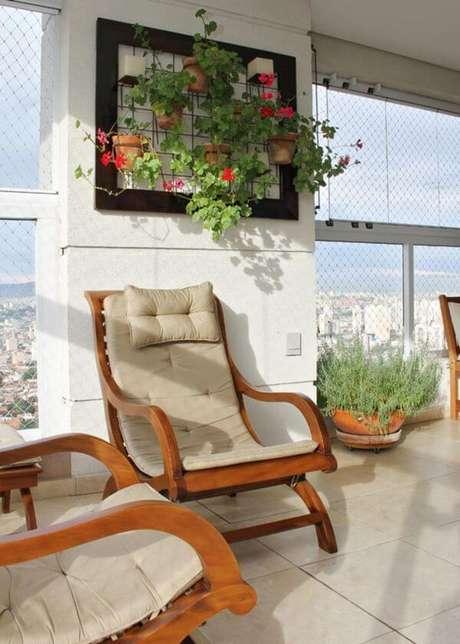 31. Suporte para plantas de ferro para decorar a varanda – Por: 3K Arquitetura e Interiores