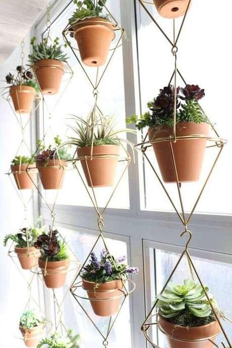32. Suporte para plantas moderno em formato geométrico – Por: Pinterest