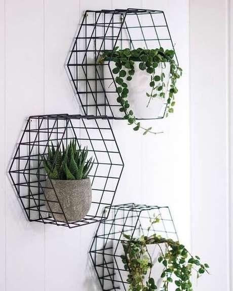 34. Suporte para plantas moderno com vaso de plantas e suculentas – Por: Tua Casa