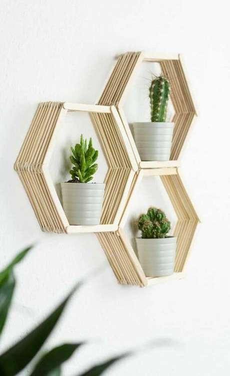 36. Suporte para plantas com vasos decorativos – Por: Ideias Decor