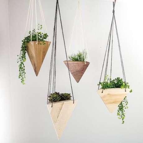 37. Suporte para plantas de madeira suspenso – Por: Pinterest