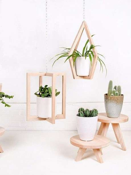 5. Suporte de madeira para plantas do tipo suspenso e de apoio de vasos – Por: Lifestyle