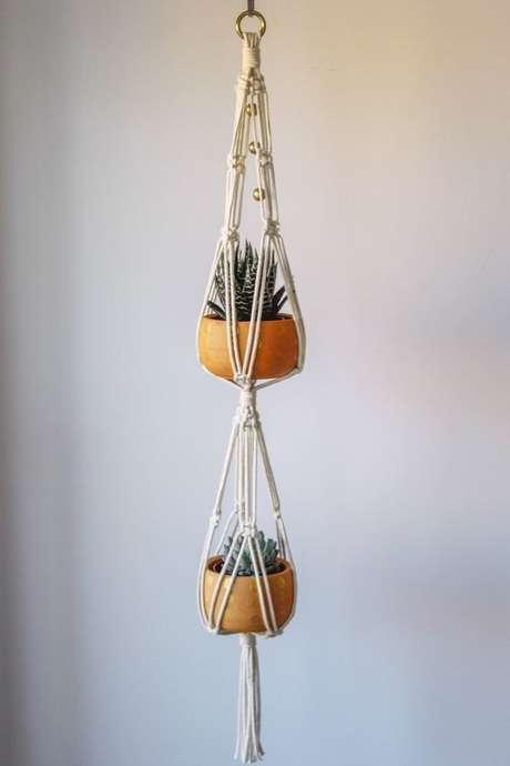 48. Suporte para plantas de macramê para usar suspenso – Por: Pinterest