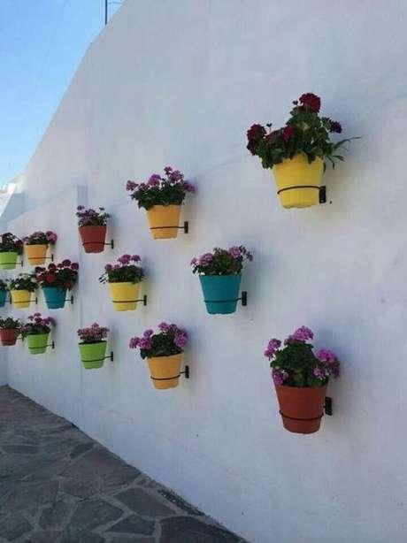 50. Suporte para plantas de parede simples em ferro – Por: Pinterest
