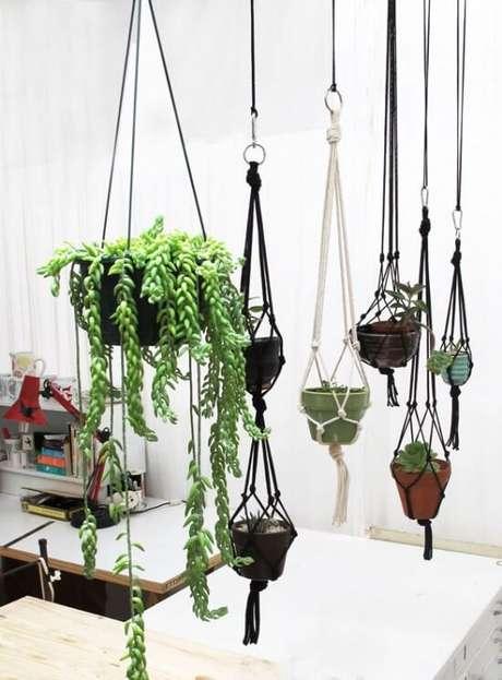 11. Suporte para plantas decorando a casa – Por: Plumestis Magazine