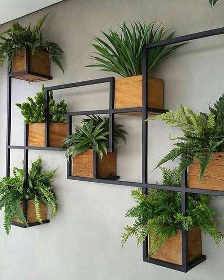 2. Suporte para plantas de parede com estrutura de ferro – Por: Pinterest