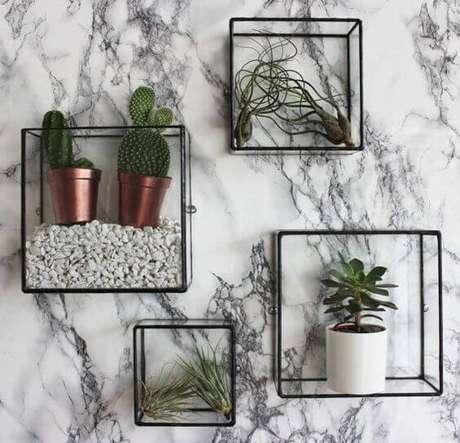 17. Suporte para vaso de plantas de ferro em formatos geométricos – Por: Indice Feminino