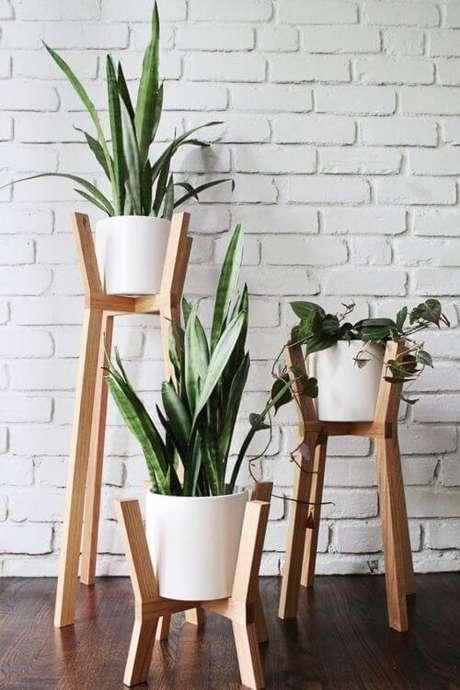 18. Suporte para vaso de plantas de madeira – Por: Pinterest