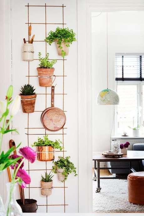 19. Suporte para plantas de ferro na decoração de casa – Por: Tour de Espaço