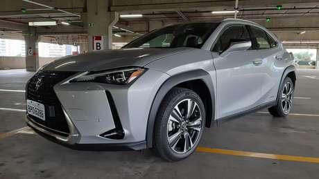 O Lexus UX tem um visual arrojado, com vincos retos e estilo aventureiro.