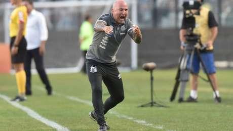 Jorge Sampaoli esteve bastante agitado na beira do campo de São Januário - Ivan Storti/Santos FC