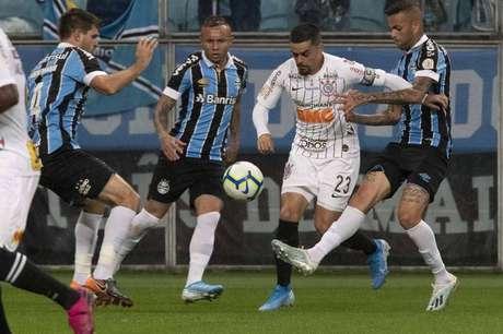 Fagner apareceu diversas vezes ao ataque (Foto: Daniel Augusto Jr. / Ag. Corinthians)
