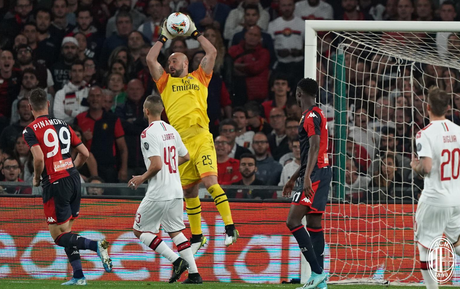 Pepe Reina levou um frango, mas defendeu o pênalti que evitou o empate do Milan (Foto: Reprodução/Twitter)