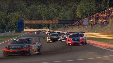 Luiz Felipe e Jeff Giassi vencem a segunda etapa do Porsche eSports Carrera Cup Brasil