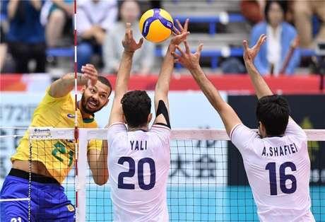 Ataque de Alan diante do Irã (FIVB Divulgação)