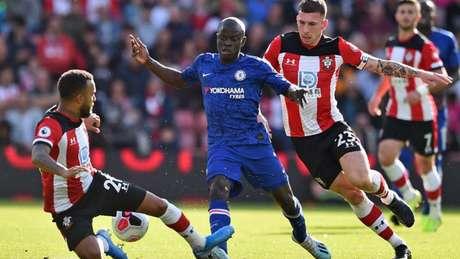Kanté marcou um dos gols do Chelsea neste domingo (AFP)