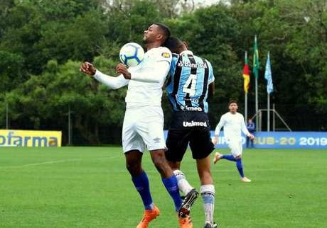 Grêmio e Cruzeiro não saem de um empate no Sul (Foto: Rodrigo Fatturi/GFBPA)