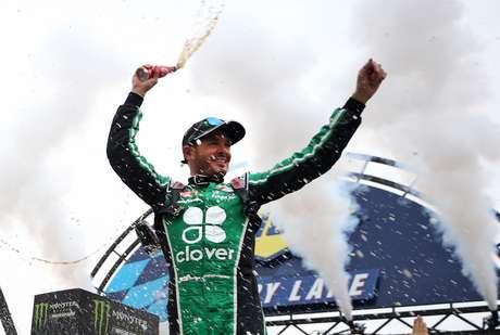 Kyle Larson volta a vencer na Nascar na corrida de Dover