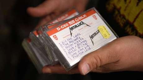 Fita cassete com músicas do Metallica; nostálgicos se lembrarão do prazer de gravar as próprias fitas