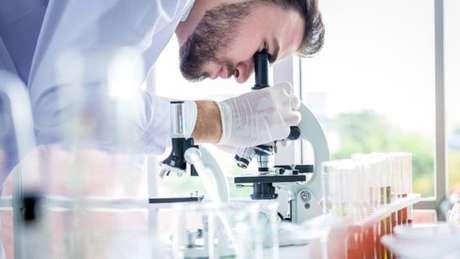 Quando foram identificados os 92 elementos naturais, os químicos começaram a produzir novos