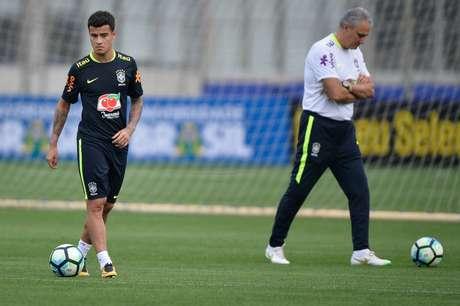 Tite deve contar com todos os jogadores apenas na tarde de terça-feira (Foto: Pedro Martins/MoWA Press)