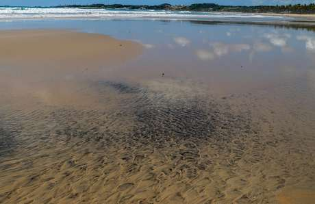 An oil spill is seen on Praia do Paiva beach in Cabo de Santo Agostinho, Pernambuco state, Brazil September 27, 2019. Picture taken September 27, 2019. REUTERS/Diego Nigro   NO RESALES. NO ARCHIVES