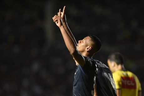 Tailson comemorando seu primeiro gol pelo profissional do Santos (Foto: Ivan Storti/ Santos)