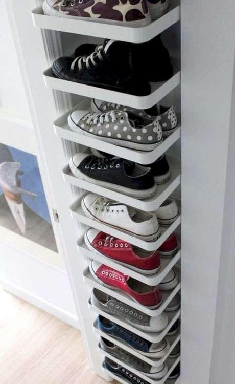 20. O seu closet aberto pode ter uma espaço reservado para sapatos. Foto: Decora Trend