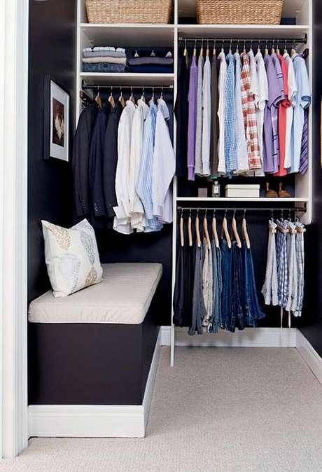 16. O closet aberto é interessante em muitos sentidos. Foto: Decor Fácil