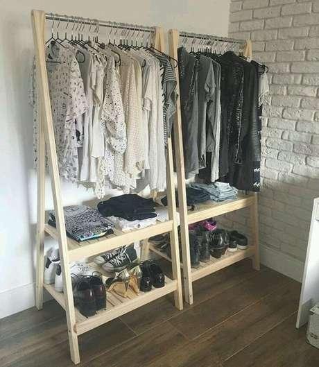 8. Um bom closet aberto não precisa ser grande. Foto: Tua Casa