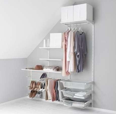 30. Um bom closet aberto pode ocupar um pequeno espaço. Foto: Pinnershipped