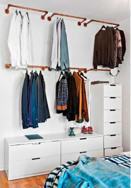 50. Os cabideiros são muitos importantes para o closet aberto. Foto: Tudo Especial