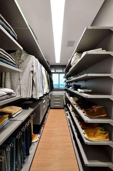 14. O closet aberto é interessante por aproveitar todos os espaços. Foto: Tudo Especial