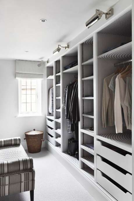 2. O closet aberto possui uma série de vantagens. Foto: Patrícia Rigatieri
