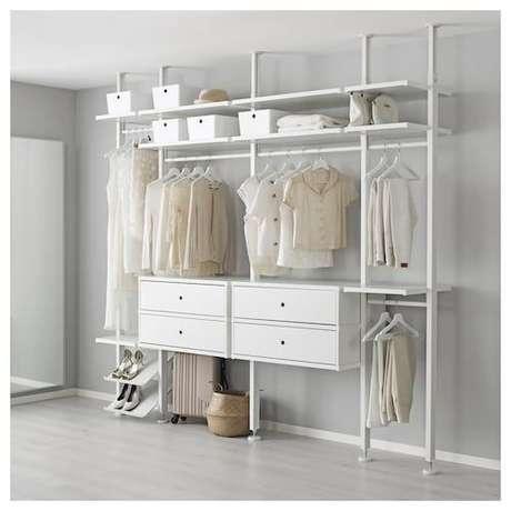 58. Usar porta-trecos é interessante para melhor as funcionalidades do closet aberto. Foto: Ikea