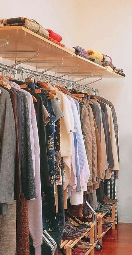6. O closet aberto pode substituir o guarda-roupa de muitas formas. Foto: Arquitrecos