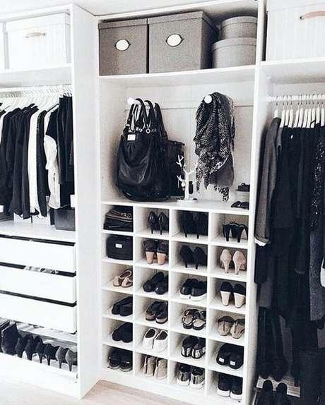 66. Nichos são ótimos para closet aberto. Foto: Instagram
