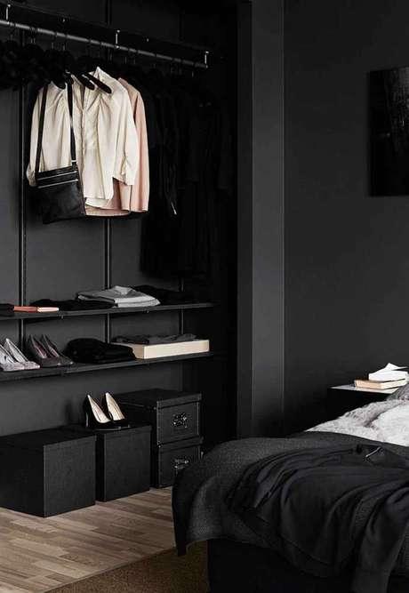 74. O closet aberto pode ser um ótimo elemento decorativo para sua casa. Foto: Decor Fácil