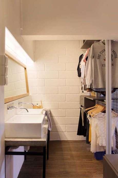 75. O closet aberto pode estar até no seu lavabo. Foto: Decor Fácil