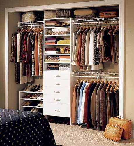 5. Há quem pense que o closet aberto planejado é a melhor opção. Foto: Arquidicas