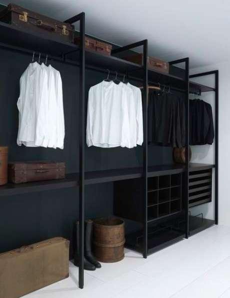 59. Este closet aberto é perfeito para quartos modernos. Foto: Tudo Especial