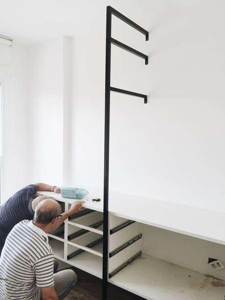 55. Você pode montar sozinho o seu closet aberto. Foto: Tudo Orna