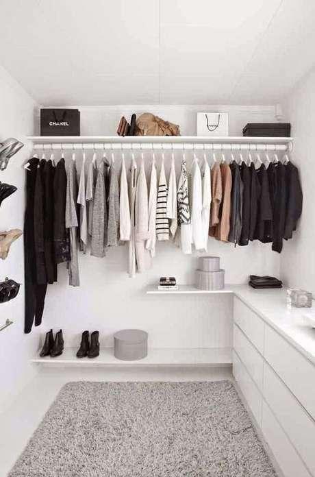 15. O closet aberto deve ser bem instalado. Foto: Start Me Up