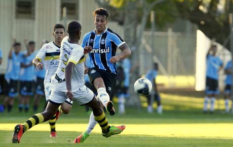 Ezequiel Esperón morreu ao se apoiar em grade de prédio, que cedeu (Foto: Reprodução/Grêmio)