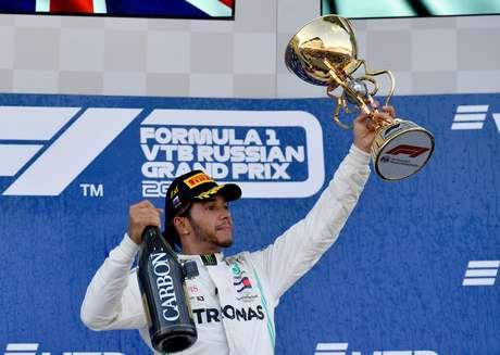 Hamilton diz que Ferrari não é seu objetivo