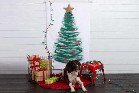 2. Árvore de Natal de parede foi representada por um tecido pintado. Fonte: Pinterest